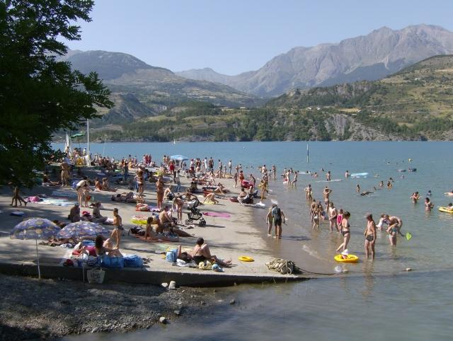 La plage de Savines-le-Lac - SMADESEP